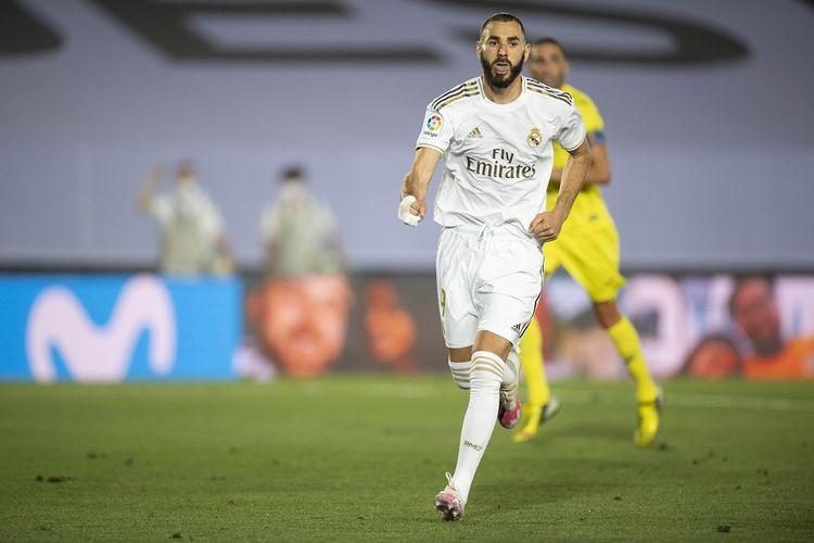 Selebrasi Karim Benzema usai mencetak gol ke gawang Villarreal di Stadion Alfredo Di Stefano, Kamis (17/7/2020) waktu setempat