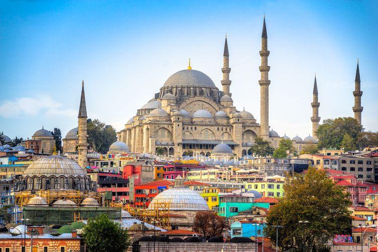 Panorama Istanbul, terlihat juga Masjid Suleymaniye, Turki.