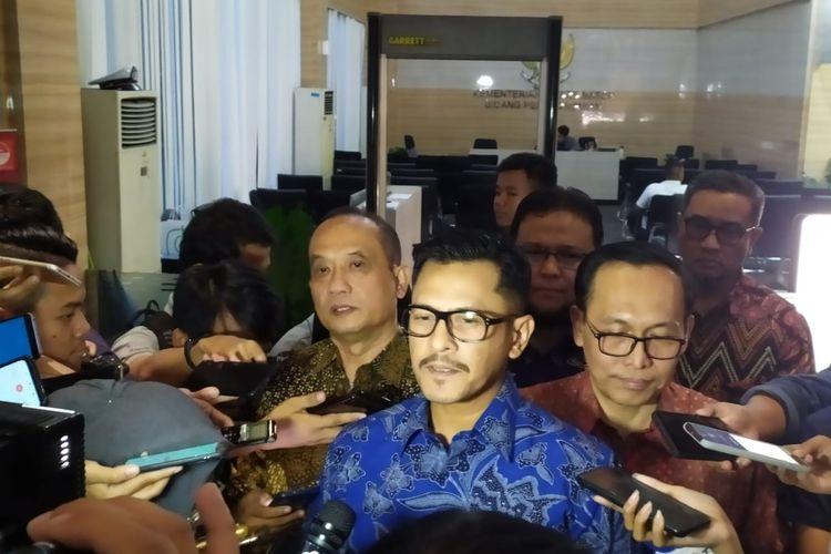 ketua INACA Denon B. Prawiraatmadja usai menemui Menko Perekonomian Airlangga Hartarto di Kemenko Perekonomian, Jakarta, Kamis (26/12/2019).
