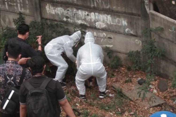 Jasad editor Metro TV, Yudi Prabowo ditemukan di pinggir Tol JORR Pesanggrahan, Jalan Ulujami Raya, Pesanggrahan, Jakarta Selatan, Jumat (10/7/2020).