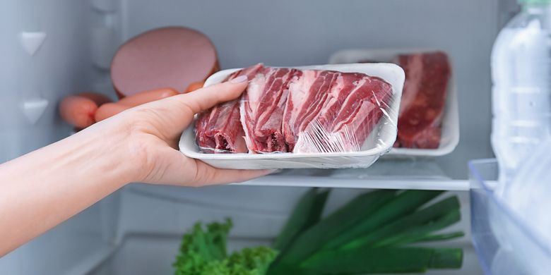 Menyimpan daging di freezer