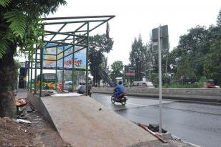Salah satu halte BRT koridor Bawen-Semarang didepan STT Abdiel, Jl Diponegoro, Ungaran