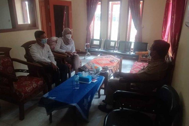 Pihak PLN berkoordinasi dengan pemerintah Desa Pandak, Kecamatan Sumpiuh, Kabupaten Banyumas, Jawa Tengah, Senin (15/3/2021).