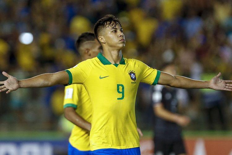 Penyerang muda asal Brasil, Kaio Jorge, saat merayakan golnya ke gawang Meksiko pada final Piala Dunia U17, 17 November 2019.