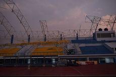 Angin Kencang Robohkan Atap Stadion 500 Meter, Diterjang Angin Kencang hingga Anggota