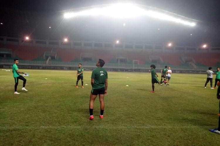 Latihan perdana timnas Indonesia jelang laga penyisihan grup G Pra Piala Dunia 2022 di Stadion Pakansari, Cibinong, Kabupaten Bogor, Kamis (22/8/2019) petang.