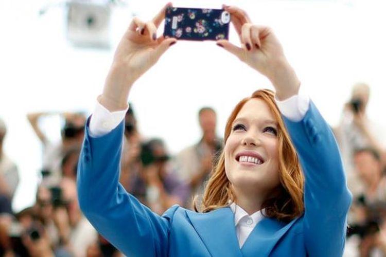 Lea Seydoux sempat melakukan selfie saat menghadiri Festival Film Cannes tahun lalu.