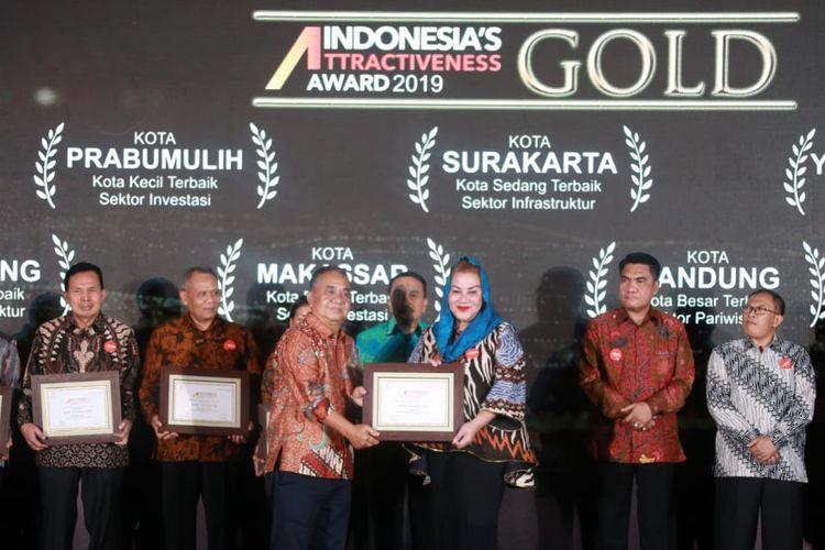 Kota Semarang mendapat penghargaan meraih penghargaan gold kategori infrastruktur dalam ajang Indonesia Attractiveness Index (IAI) 2019, di Pullman Hotel Jakarta, Selasa (23/7/2019)