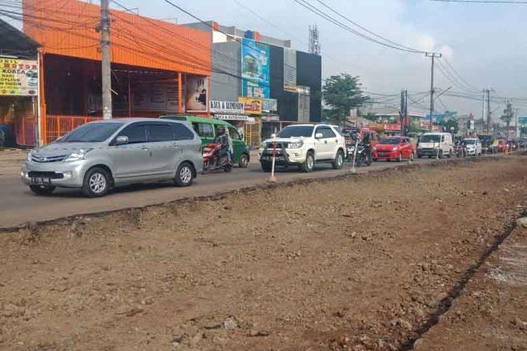 Dua jalur yang jadi sasaran pelebaran dan perbaikan adalah segmen Jalan Bhayangkara di Serpong Utara dan segmen jalan Rawa Buntu di Serpong.