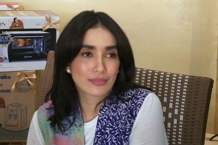 Ussy Sulistiawaty di kawasan Dewi Sartika, Cawang, Jakarta Timur, Jumat (11/10/2019).