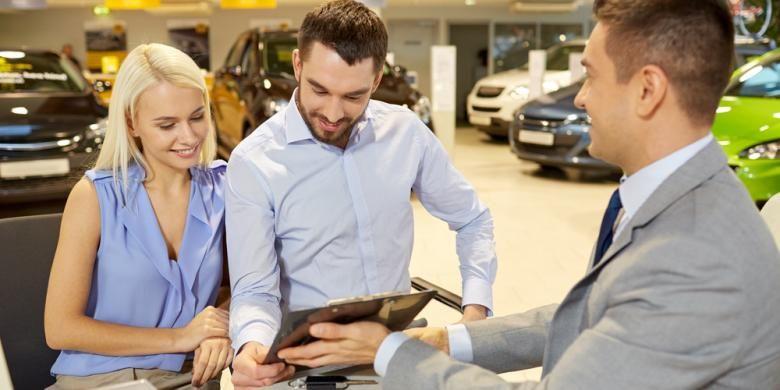 Ilustrasi Transaksi pembelian mobil di dealer