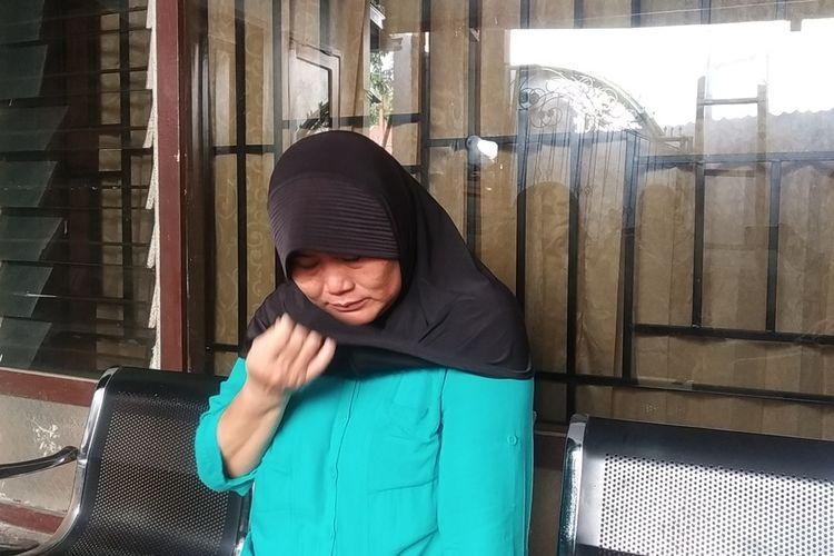 Ibu Praya Tiningsih warga Kelurahan Semayan, yakni ibu uanh digugat anak kandungnya karena warisan