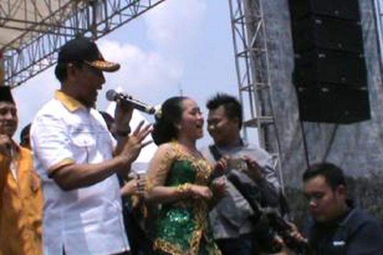 Wiranto, calon presiden dari Hanura, di Alun alun Karanganyar, Jawa Tengah, Senin (17/3/2014).