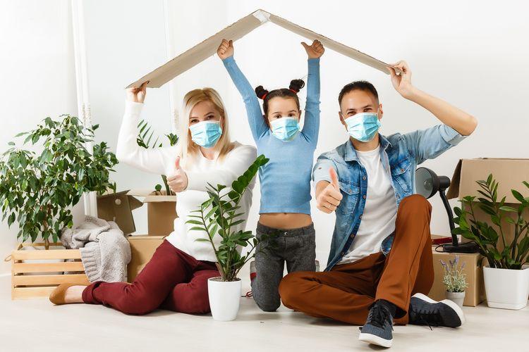 Ilustrasi keluarga terlindungi di rumah