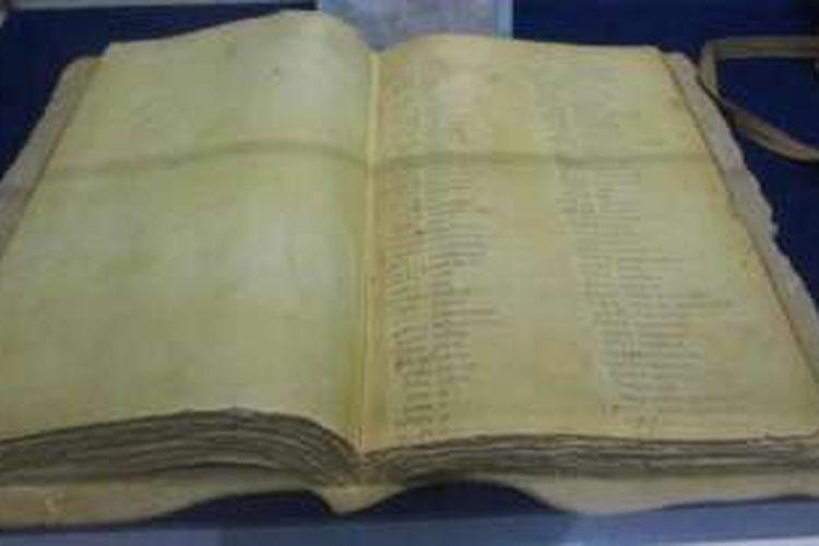 Buku Kode C tulisa Dr Roebiono Kertopati yang mendasari pembuatan sandi pada awal masa kemerdekaan Indonesia.
