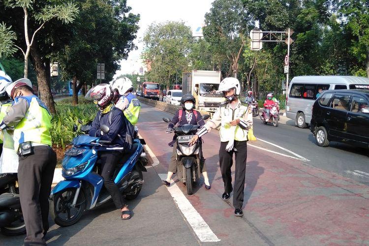 operasi Patuh Jaya depan BKN , Jakarta Timur, Kamis (23/7/2020)