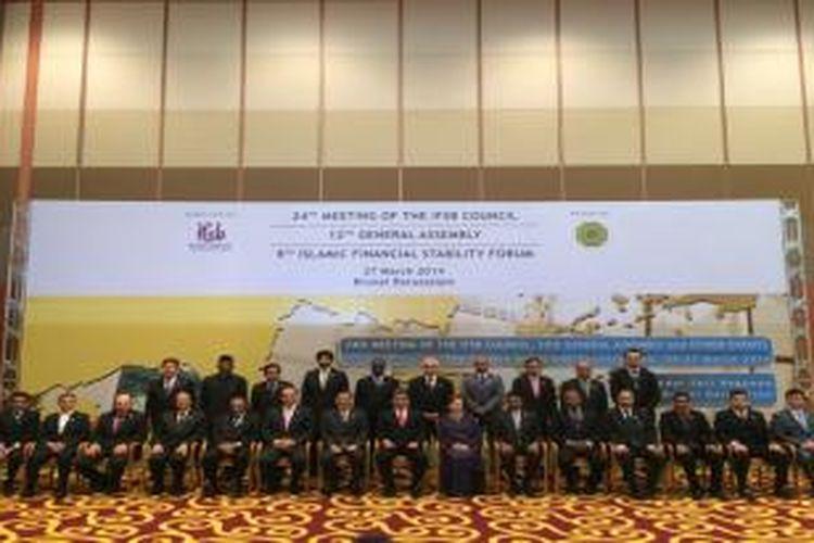 Ketua Dewan Komisioner Otoritas Jasa Keuangan, Muliaman D Hadad, menjadi salah satu pertemuan The Islamic Financial Services Board (IFSB) yang berlangsung di Kota Bandar Seri Begawan, Brunei Darussalam mulai 25 – 27 Maret 2014.