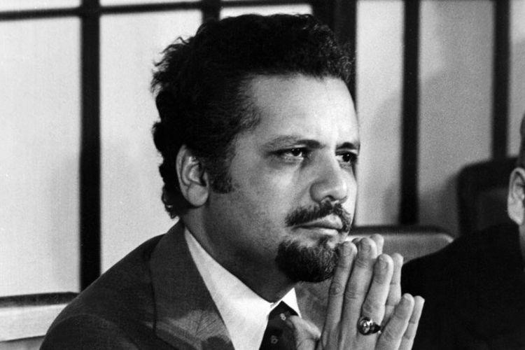 Dalam file foto yang diambil pada 2 Februari 1974 ini menunjukkan Menteri Perminyakan Arab Saudi kala itu, Syekh Ahmed Zaki Yamani di Tokyo.  Yamani, pemain kunci dalam kejutan minyak pertama tahun 1973, meninggal dunia dalam usia 90 tahun pada 23 Februari 2021 .