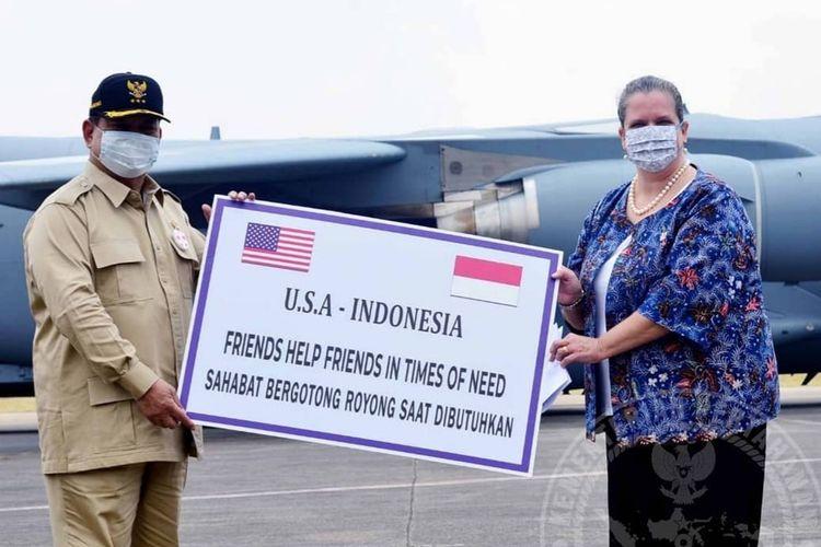 Menteri Pertahanan (Menhan) Prabowo Subianto menerim bantuan dari Pelaksana tugas Duta Besar Amerika Serikat Heather Variava berupa 500 alat ventilaor untuk menangani pandemi Covid-19 di Indonesia.