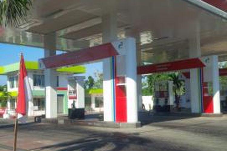 SPBU di perbatasan Pamekasan-Sumenep sepi karena tidak ada kiriman BBM, Rabu (27/8/2014).