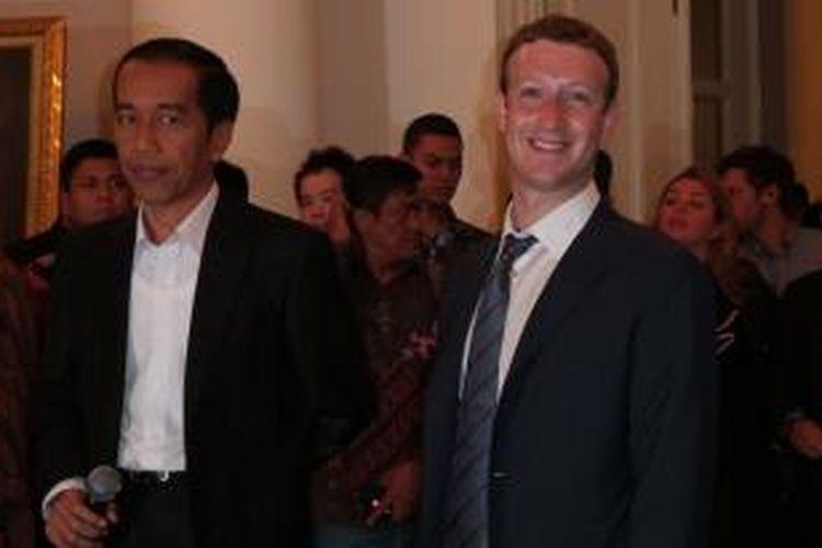 Presiden terpilih yang masih menjabat Gubernur DKI Jakarta Joko Widodo menerima CEO Facebook Mark Zuckerberg di Balaikota Jakarta, Senin (23/10/2014) pagi.