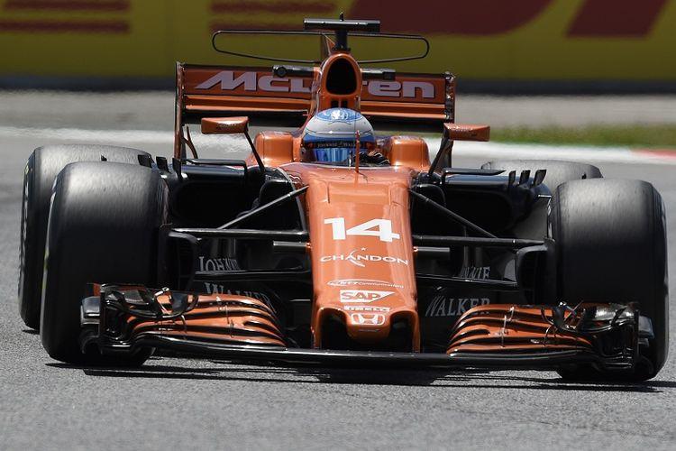Pebalap McLaren-Honda, Fernando Alonso, sedang sesi latihan kedua GP Spanyol di Circuit de Barcelona-Catalunya, Spanyol, Jumat (12/5/2017).