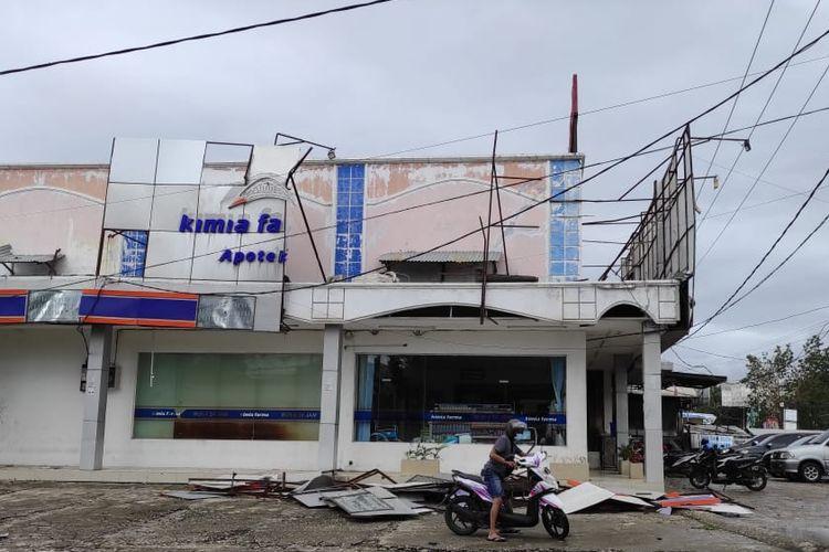 Suasana di Kota Kupang setelah dilanda badai siklon tropis Seroja pada Minggu (4/4/2021) hingga Senin (5/4/2021).