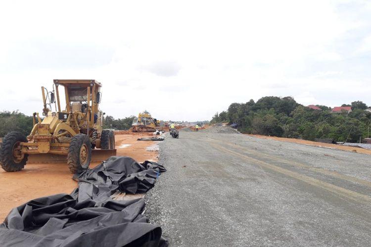 Progres Jalan Tol Balikpapan-Samarinda sepanjang 99,3 kilometer per Jumat (7/9/2018).