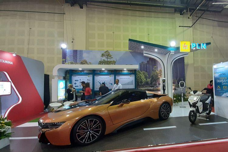 Booth PLN dalam pameran Indonesia Electric Motor Show (IEMS) 2019.