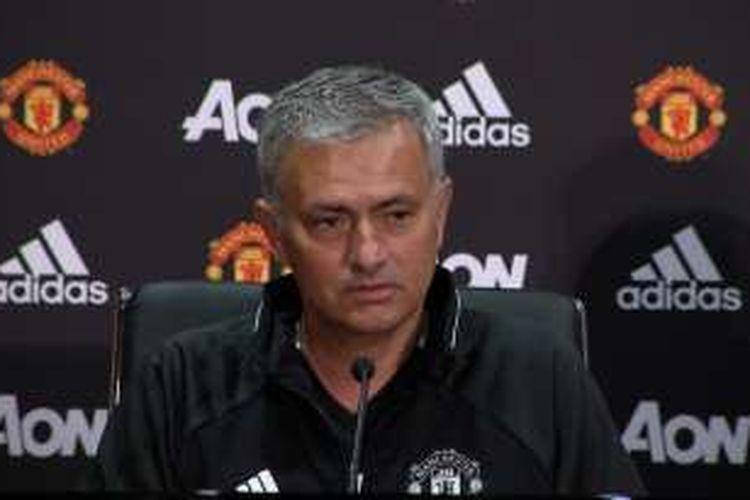 Jose Mourinho saat berbicara kepada media sebagai pelatih anyar Manchester United, Selasa (5/7/2016).