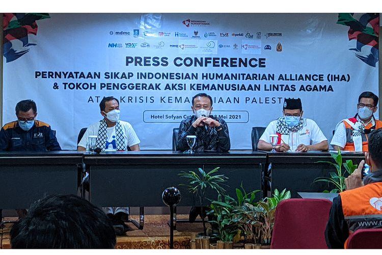 Konferensi Pers pernyataan sikap Indonesian Humanitarian Alliance (IHA) berserta sejumlah tokoh agama lintas agama terhadap konflik Israel dan Palestina