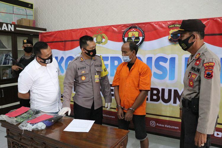 Ungkap kasus persetubuhan yang dilakukan kakek terhadap cucunya di Mapolres Kebumen, Jawa Tengah, Kamis (10/9/2020).