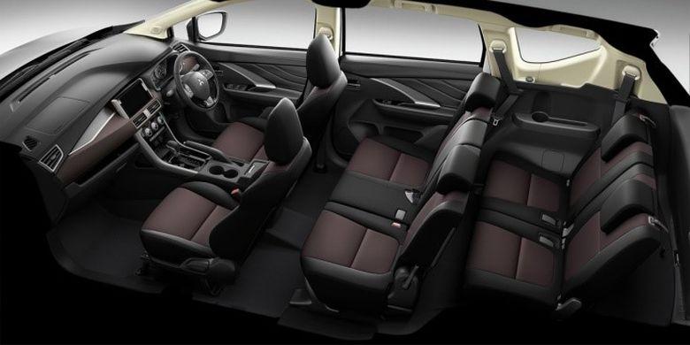 Ruang interior Mitsubishi Xpander Cross yang didominasi warna gelap
