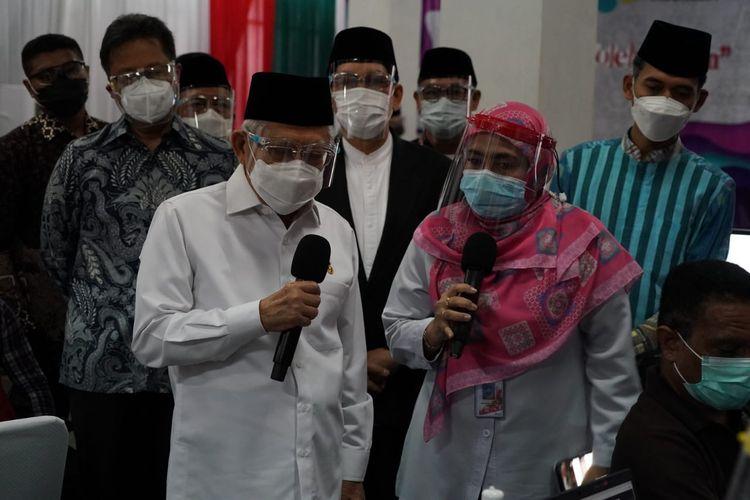 Wapres Ma'ruf Amin saat meninjau vaksinasi Covid-19 di MUI Pusat, Jakarta, Rabu (7/4/2021).
