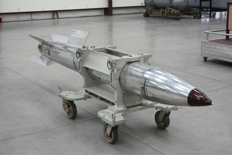 Ilustrasi bom nuklir gravitasi AS B61.