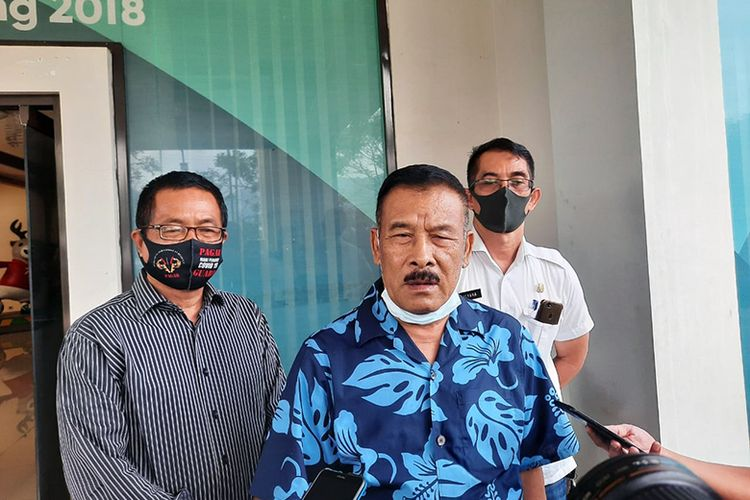 Komisaris PT Persib Bandung Bermartabat, Umuh Muchtar, saat menghadiri acara pembukaan Lapangan Sabilulungan, Kabupaten Bandung, Rabu (22/7/2020).