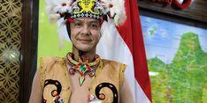 Rawat Keindonesiaan, Ganjar Pranowo Bangga Pakai Baju Suku Kenyah dari Kaltim