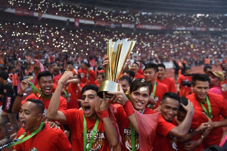 Pemain Persija Jakarta berselebrasi usai keluar sebagai juara Liga 1 di Stadion Utama Gelora Bung Karno, Jakarta, Minggu (9/12/2018). Persija juara setelah menang pada laga terakhir atas Mitra Kukar dengan skor 2-1.