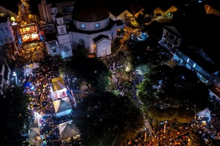 Keramaian Pasar Malam Sentiling Festival Kota Lama Semarang 2014 lalu.