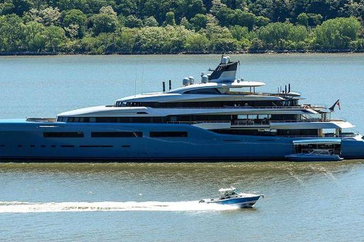 Aviva, super yacht milik owner Tottenham Hotspur, Joe Lewis.