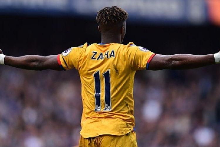 Ekspresi pemain Crystal Palace, Wilfried Zaha, ketika bertandang ke markas Chelsea, Stamford Bridge, pada pertandingan lanjutan Premier League, Sabtu (1/4/2017).