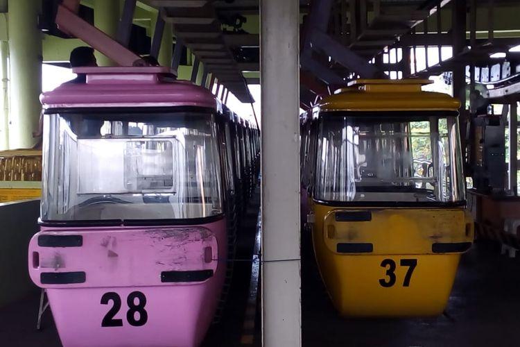 Barisan kereta gantung TMII sedang terparkir