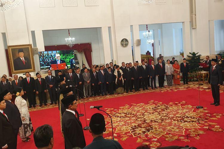 Presiden Joko Widodo melantik sembilan orang sebagai komisioner Komisi Kejaksaaan RI. Pelantikan  berlangsung di Istana Negara, Jakarta, Jumat (11/1/2019) pagi setelah Jokowi selesai melantik Idham Azis sebagai Kapolri.