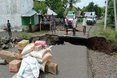Jembatan Putus Diterjang Banjir, Warga 4 Desa di Bima Terisolasi