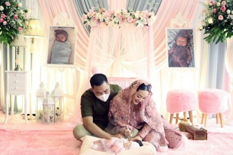 Zaskia Gotik dan suaminya menggelar akikah untuk anak pertama mereka.