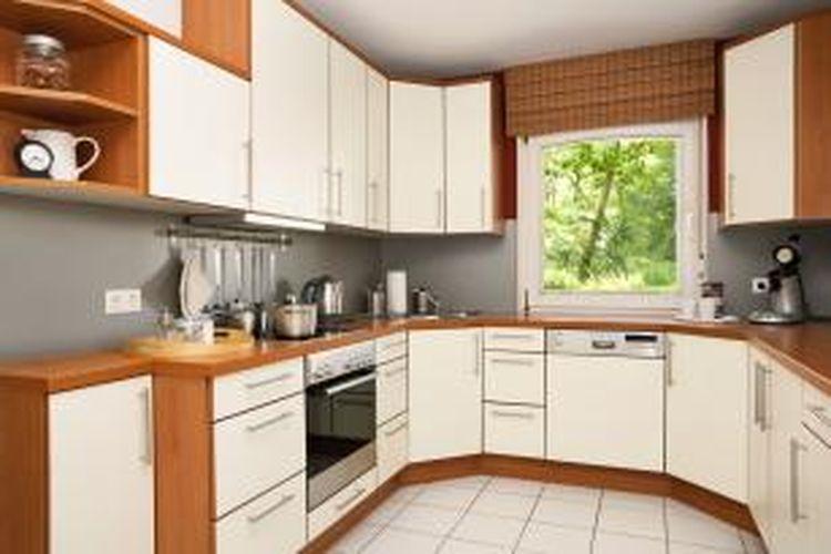 Menata dapur yang sederhana dapat menjadi cantik apabila kita mengetahui prinsip dasar penataan dapur. Anda juga jangan lupa mencari tips penataan dapur dari internet ataupun buku sebagai referensi untuk menggali kreativitas dalam mendesain dapur cantik.