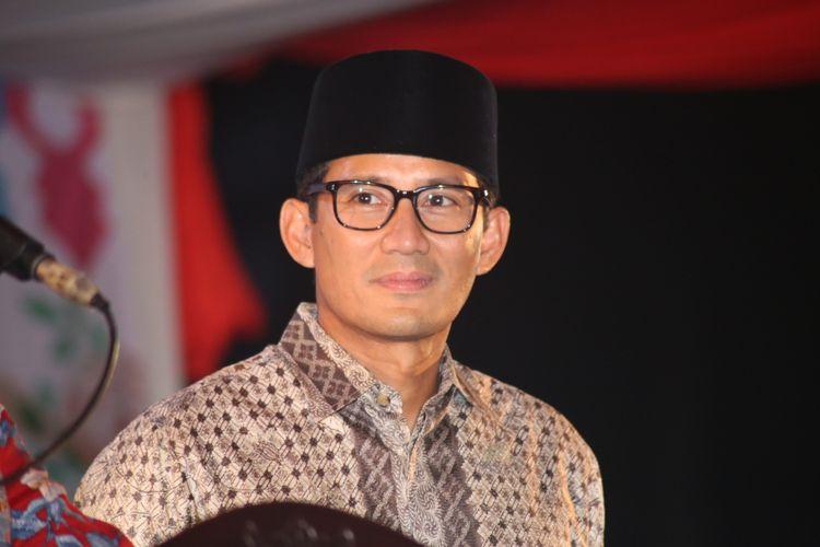 Wakil Gubernur DKI Jakarta Sandiaga Uno saat menghadiri acara nikah massal di jalan MH Thamrin, Jakarta Pusat, Minggu (31/12/2017). Nikah massal yang diadakan oleh pemerintah DKI Jakarta ini diikuti sebanyak 437 pasangan pengantin dari berbagai usia.
