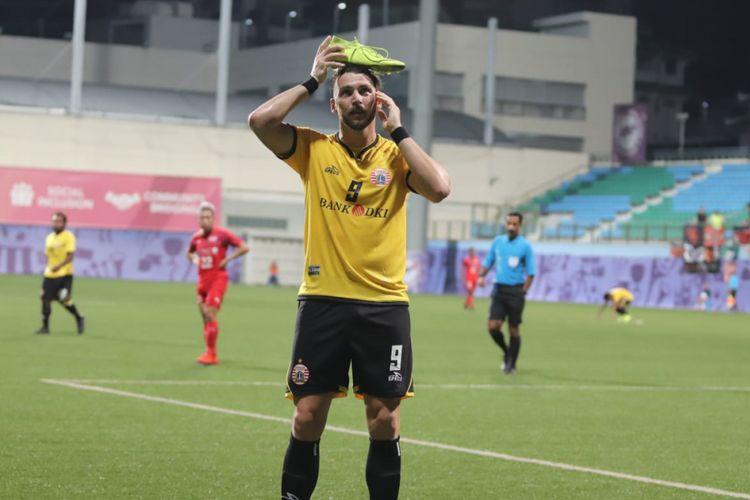 Selebrasi penyerang Persija Jakarta, Marko Simic, seusai mencetak gol ke gawang Home United pada laga kualifikasi pertama Liga Champions Asia 2019 di Stadion Jalan Besar, Selasa (5/2/2019).