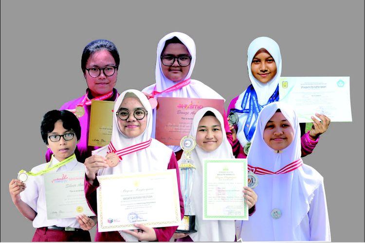Para siswa Teuku Nyak Arif Fatih Bilingual School Banda Aceh yang meraih prestasi nasional dan internasional.