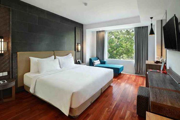 Kamar tipe Deluxe King di Swiss-Belresort Pecatu, Badung, Bali.